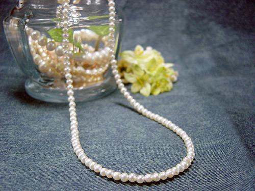 小粒の淡水真珠